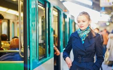 通勤電車での出会いも…「出会いがない」とはもう言えない!リアル恋愛エピソード
