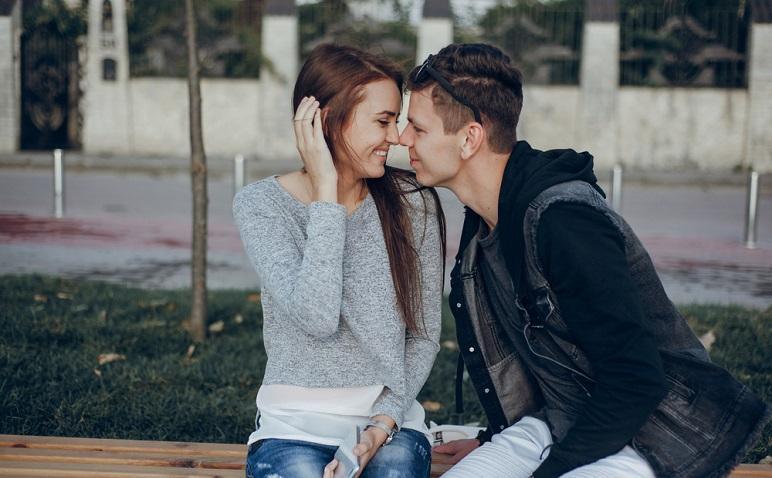 上手にキスのおねだりをするコツ!付き合いたてなら…、恋人未満なら…