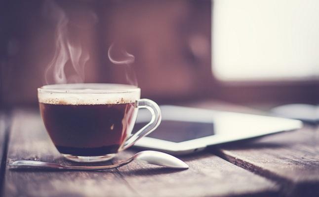 寝つきが悪い原因はこれかも!1日に飲んでOKなコーヒー、お茶の量が判明