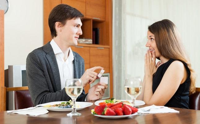 彼がプロポーズしたくなる!鈍感な彼氏に結婚を意識させる、おすすめ行動