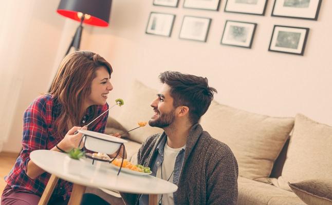 初の「家デート」、ベストなタイミングはいつ?男性の本音をお届け